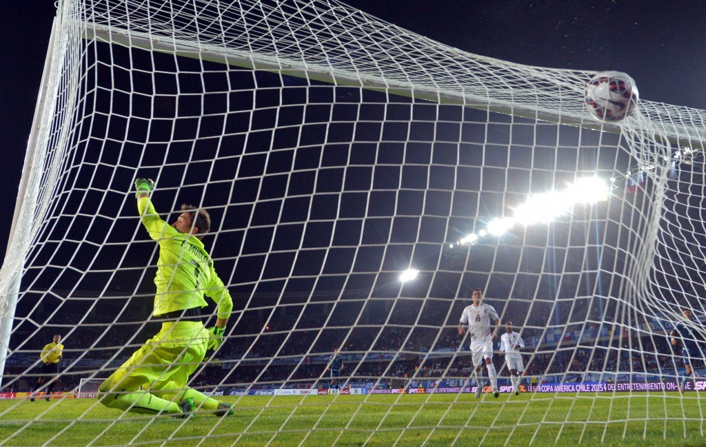 Favourites Argentina earn narrow Copa América win over holders Uruguay
