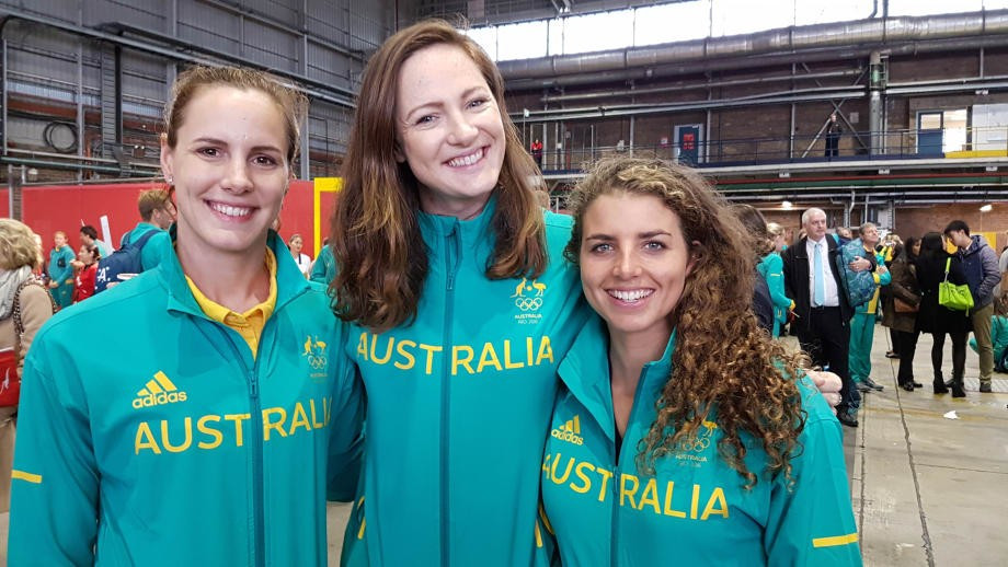 Athletes posed for photographs and signed autographs at the event to welcome them home to Australia ©AOC