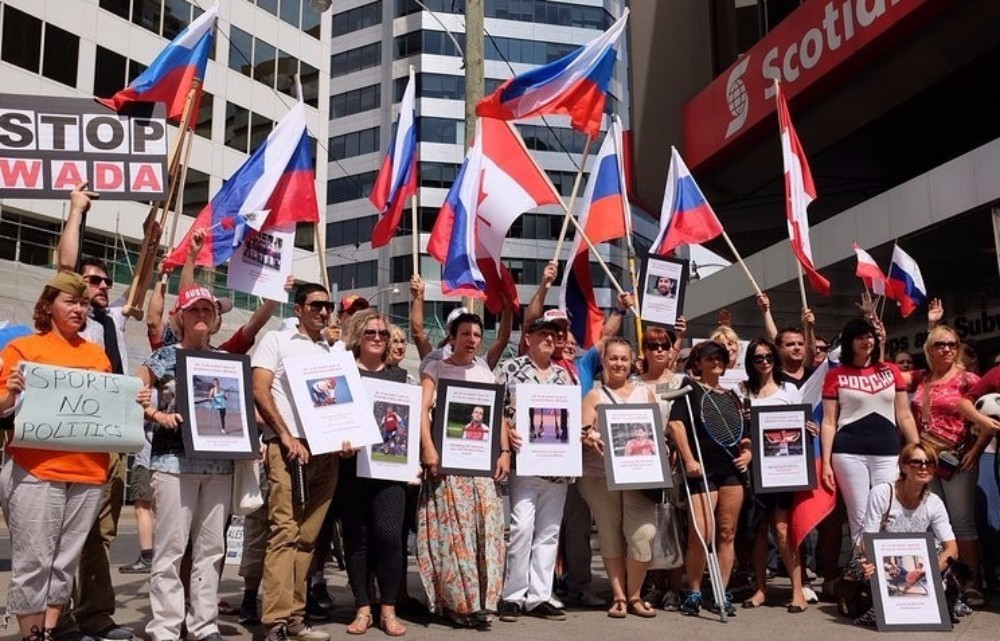 Russian protesters demonstrated against the IPC's decision in Toronto ©Twitter/Russia in Canada