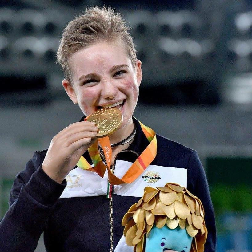 Favourite Vio claims Paralympic gold with individual foil category B victory at Rio 2016