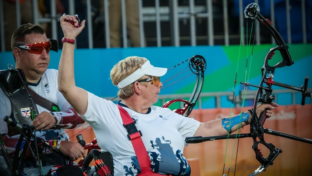 Jo Frith and John Walker won mixed team W1 gold for Great Britain ©World Archery