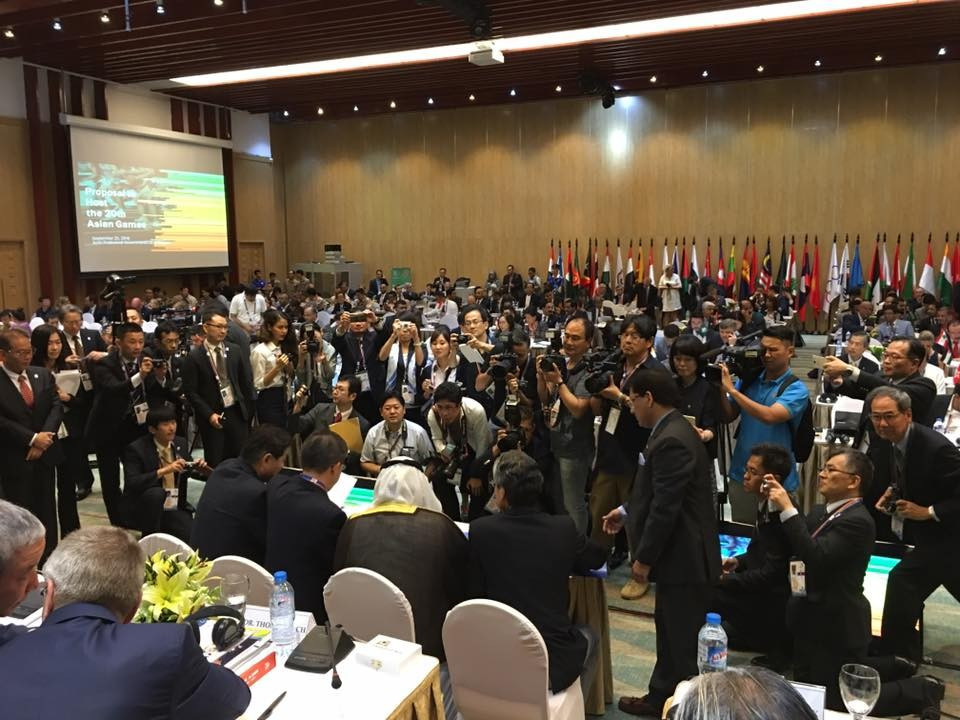 Nagoya Mayor Takashi Kawamura charmed delegates at the OCA General Assembly by singing the Elvis Presley song Can't Help Falling in Love ©Facebook