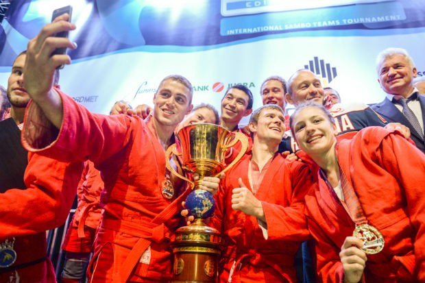 The Russians beat The Netherlands 6-1 in the final to secure an impressive hat-trick of titles ©FIAS