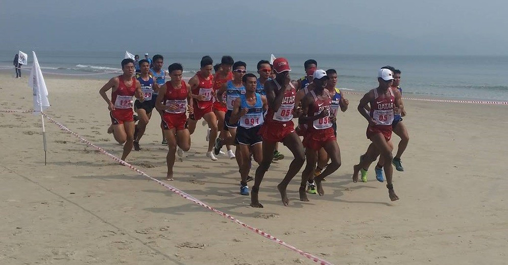 A large pack ran together in the opening stages before being rapidly whittled down ©ITG