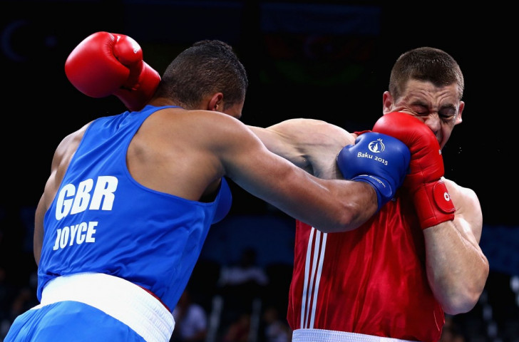 Moldova's Alexei Zavatin (red) competes against Great Britain's Joe Joyce (blue) in the men's super heavyweight boxing round of 16 ©Getty Images