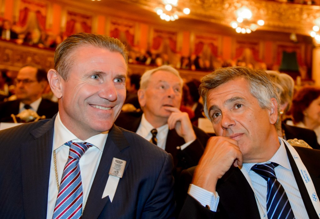 Sergey Bubka (left) pictured alongside IOC vice-president Juan-Antonio Samaranch Jr (right) as Richard Pound watches on ©Getty Images