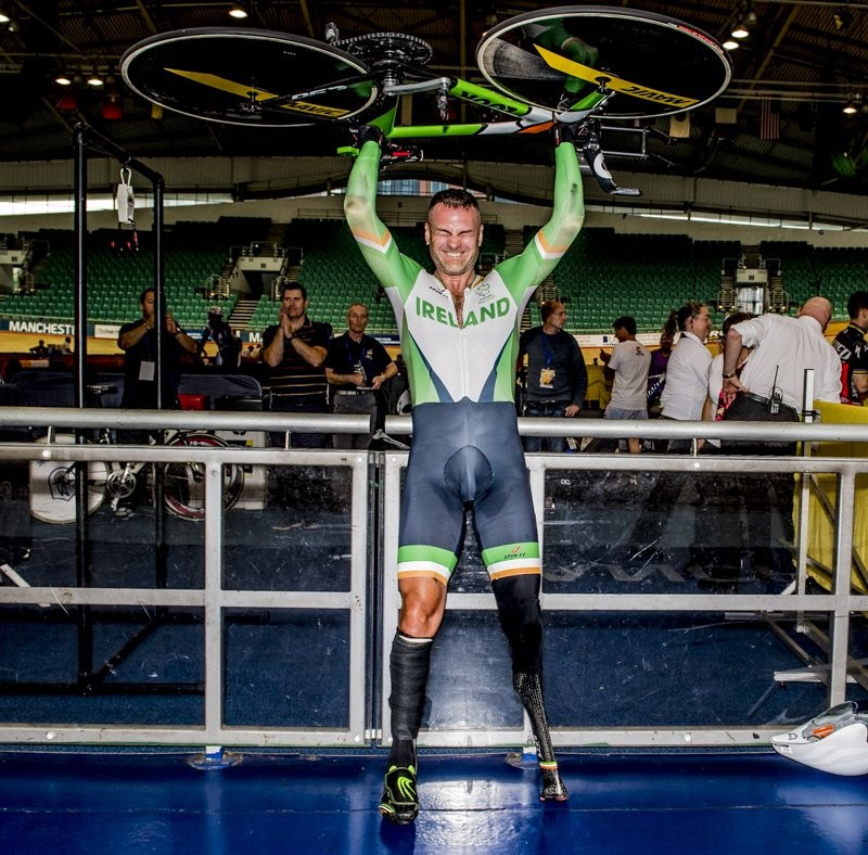 Colin Lynch has set the first-ever UCI para-cycling hour record ©Twitter