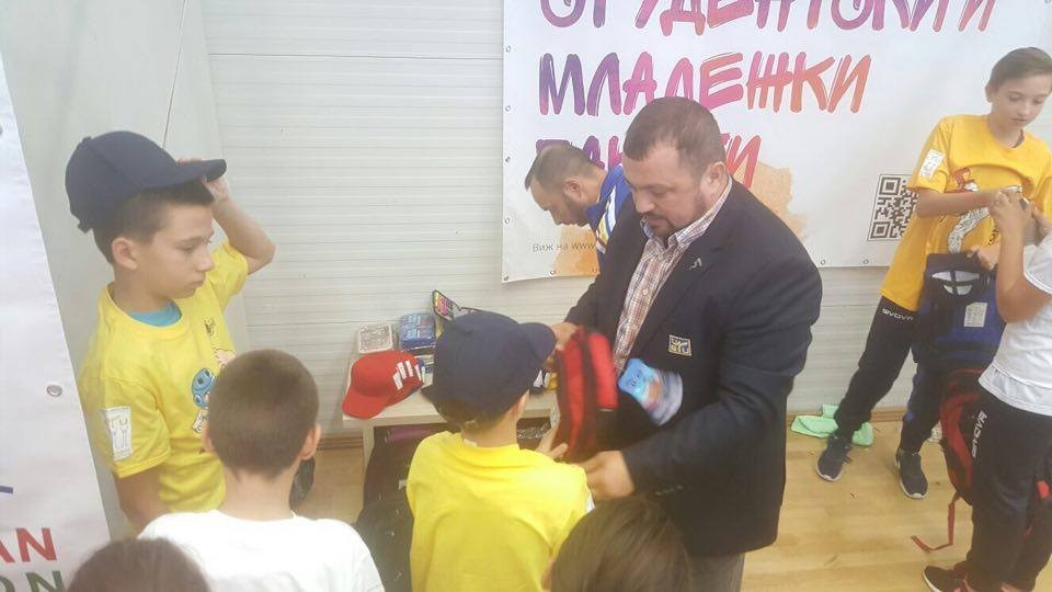 The ETU presented the children with a series of gifts after taking part in the event ©ETU