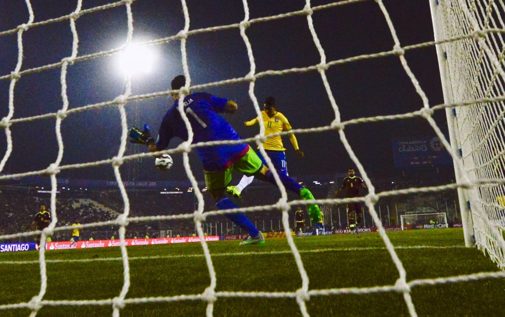 Roberto Firmino's goal ultimately proved to be decisive as Brazil beat Venezuela 2-1 © Getty Images