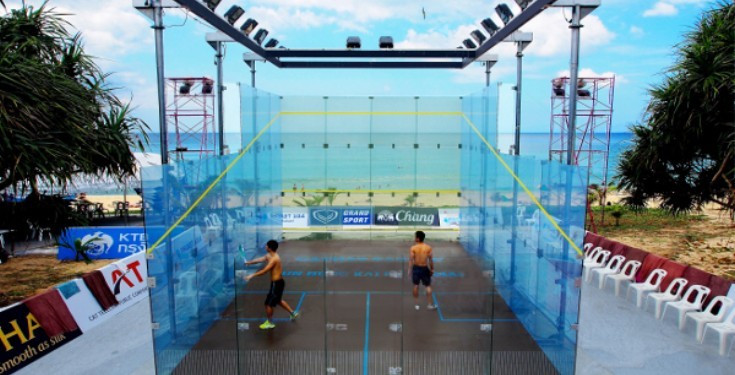 A glass squash court on Karon Beach in Phuket used during last November's Asian Beach Games ©ASB Squash