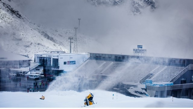 FIS race director Markus Mayr has hailed conditions at the Rettenbach Glacier in Sölden as perfect ©FIS