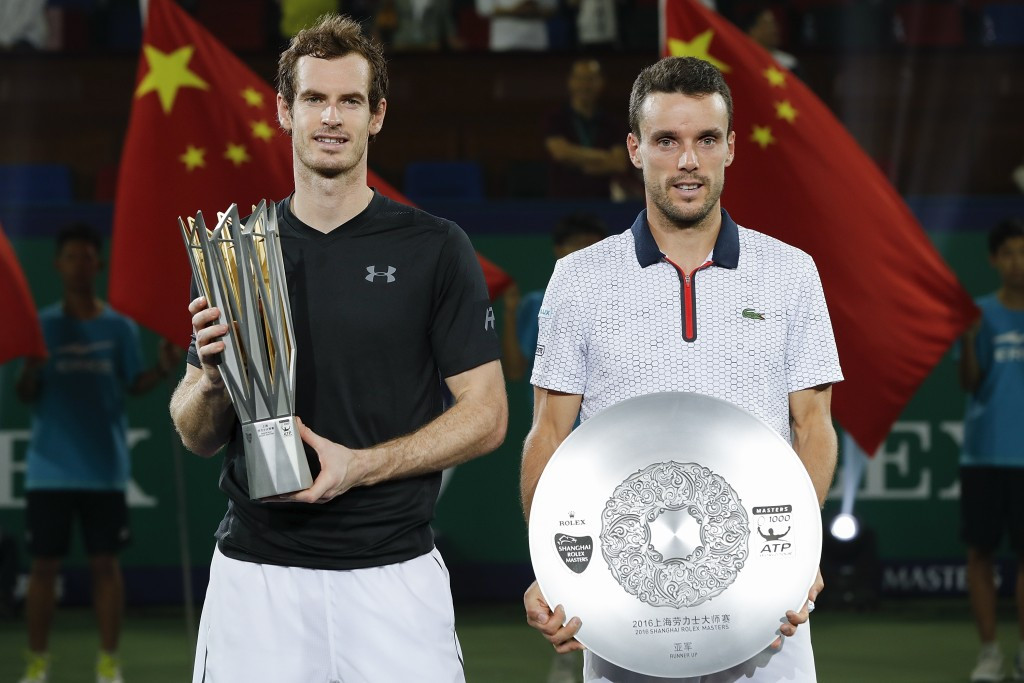 Murray eases past Bautista Agut to win sixth title of the year at Shanghai Masters