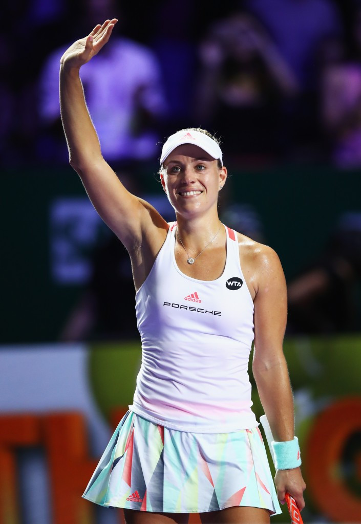 Kerber comes from behind to begin WTA Finals with victory