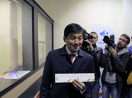 Mayor of Almaty first to buy ticket for 2017 Winter Universiade