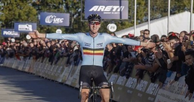 Toon Aerts triumphed in the men's race after a breakaway effort ©UEC
