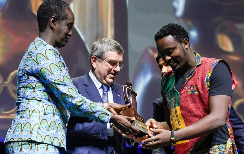 Dagim Zinabu Tekle, right, became the first male recipient of the main award ©IOC