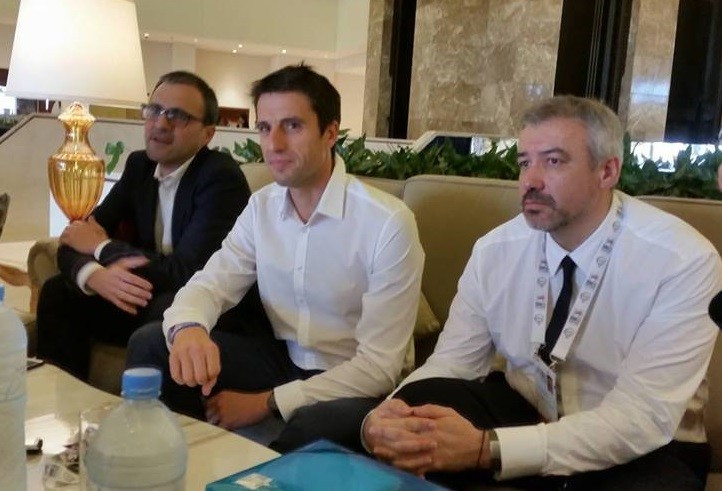 Tony Estanguet (centre) believes Paris 2024 will work with whoever wins the French Presidential Election ©ITG