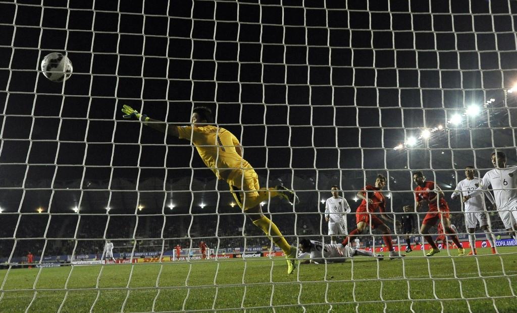 Guerrero hat-trick sends Peru into Copa América semi-final