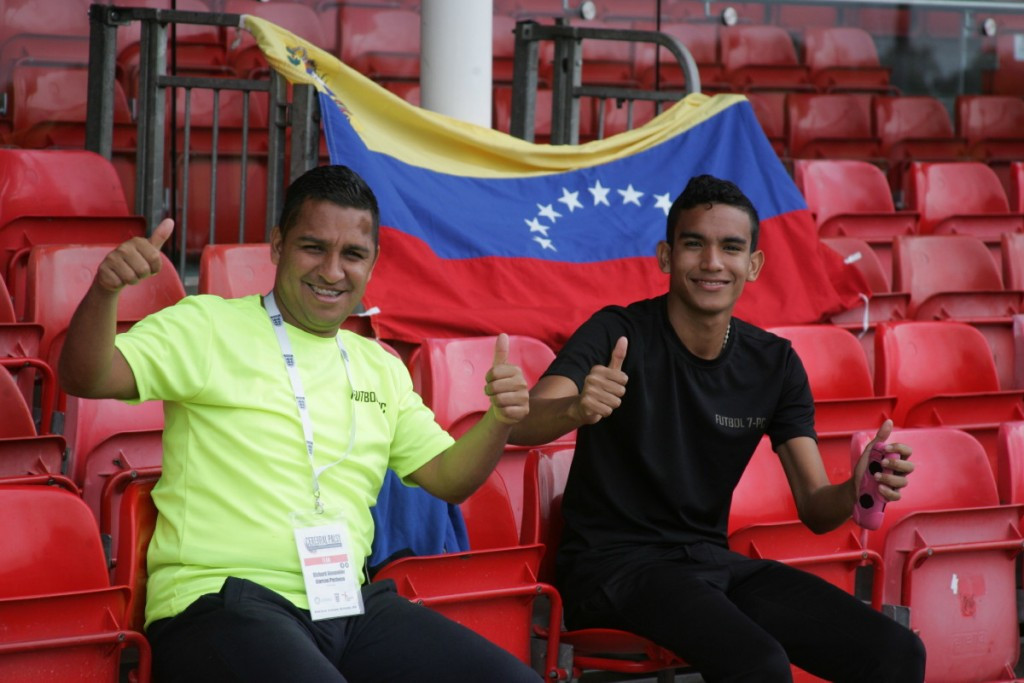 Venezuela fans cheer on their team en route to victory over Japan ©CP2015