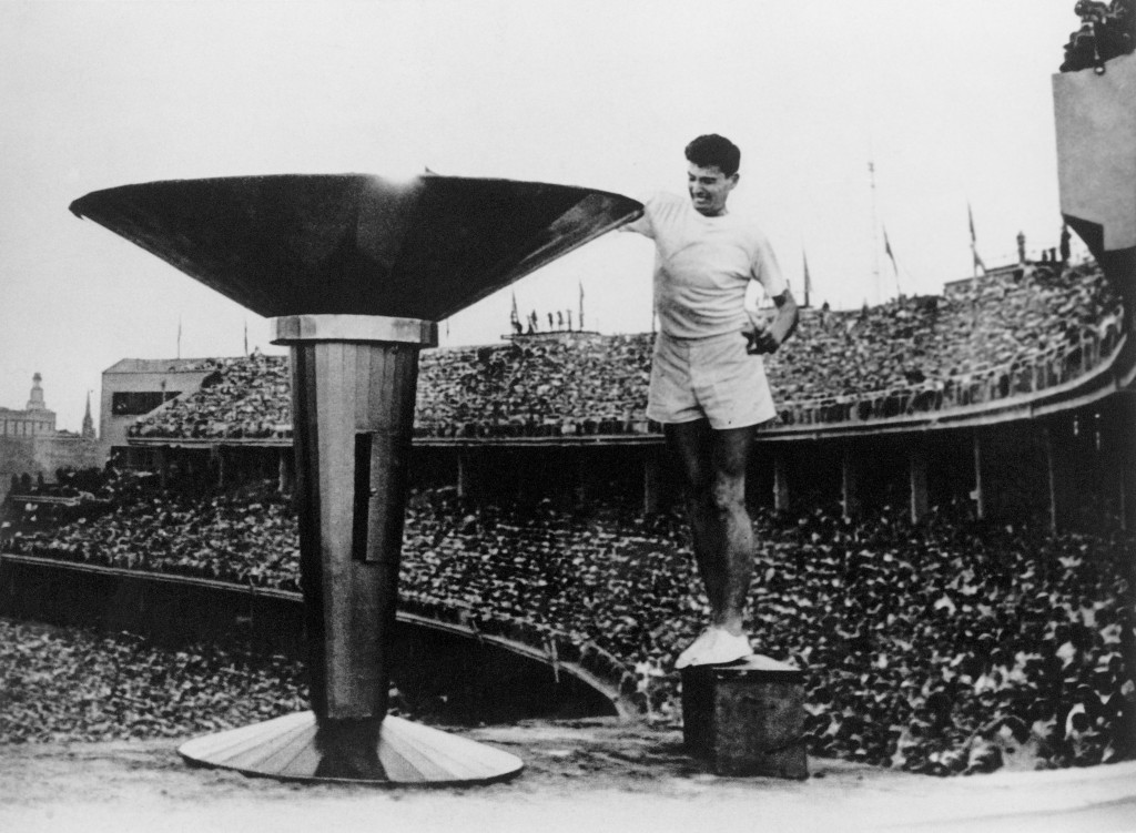 Ron Clarke lit the Olympic Cauldron and singed his t-shirt ©Getty Images
