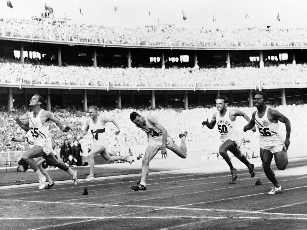 American Bobby Morrow wins the 100m at the Melbourne Olympics ©Getty Images