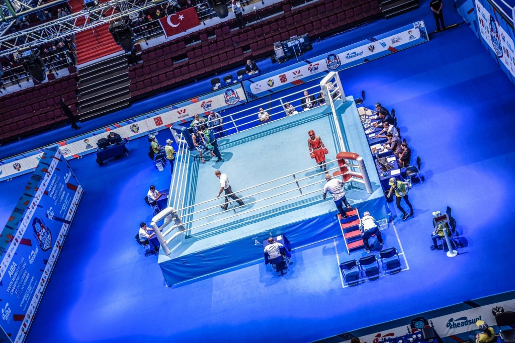 Mixed fortunes for Kazakh boxers as quarter-finals begin at AIBA Youth World Championships