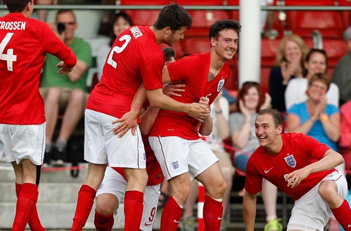 England celebrate after Jack Rutter's wonder strike ensured victory over Ireland ©The FA