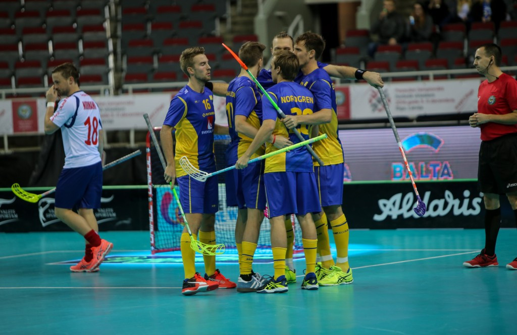 Sweden maintain 100 per cent record to reach knockout rounds of World Floorball Championships