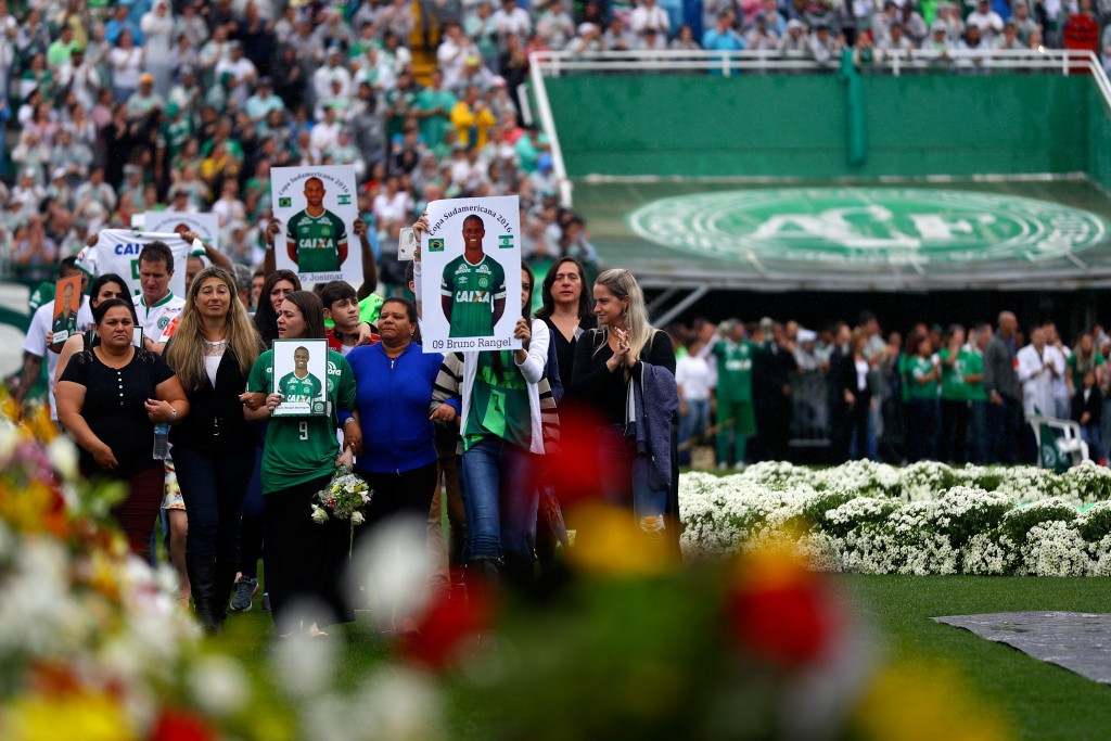 Chapecoense fans pay tribute to the people who died in the air crash at a service held at the team's home ground, the Arena Conda ©Getty Images