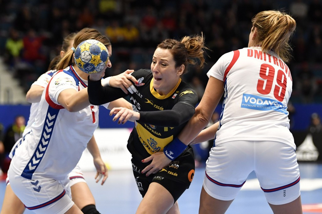 Spain's Macarena Aguilar (C) vies with Serbia's Jelena Trifunovic (L) and Marina Dmitrovic during the Women's European Handball Championship Group A match Spain v Serbia ©Getty Images