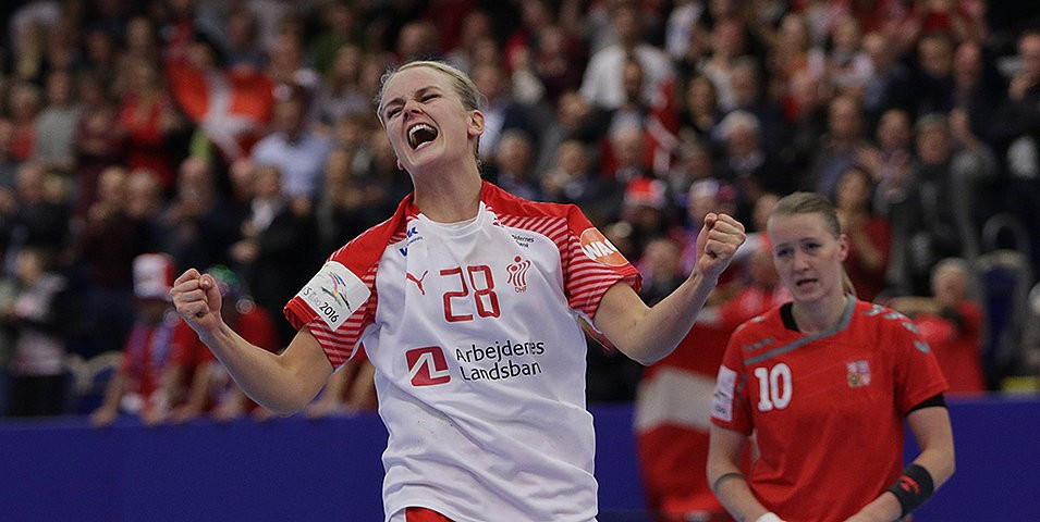 Norway beat Olympic champions Russia ©EHF