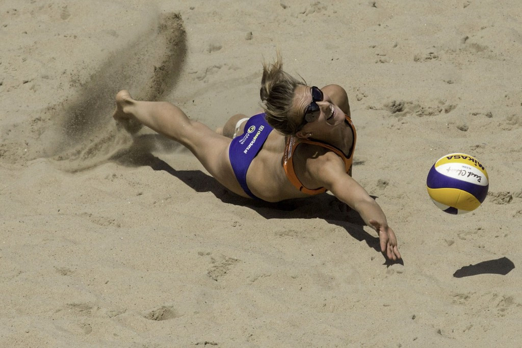 The Netherlands' Sophie van Gestel and Jantine van der Vlist were defeated in their opening match
