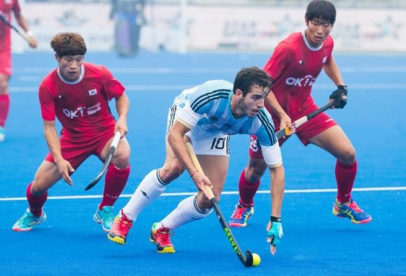 Argentina defeated South Korea 5-1 to reach the next phase of the tournament ©FIH