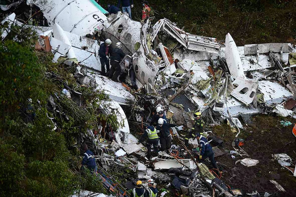The plane crash that killed 71 people last month, including 19 players of Brazilian football club Chapecoense, was the fault of the pilot and the airline, according to a Bolivian Government report ©Getty Images