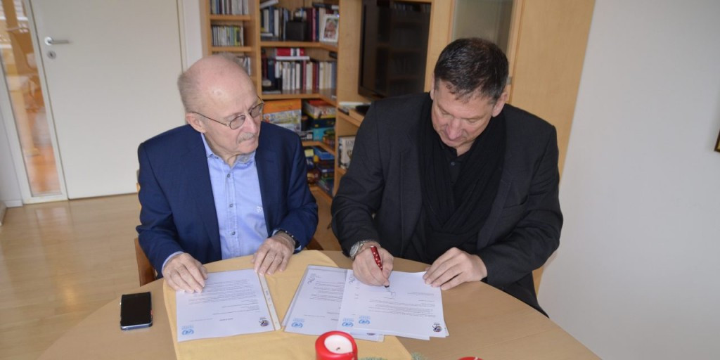 Wilfrid Lemke (left), special adviser to the United Nations Secretary-General on Sport for Development and Peace, and IWBF President Ulf Mehrens (right) signed the letter of intent ©IWBF
