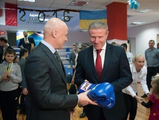 "Bubka congratulates ""entire muay thai family"" on IOC recognition during meeting with European chief"