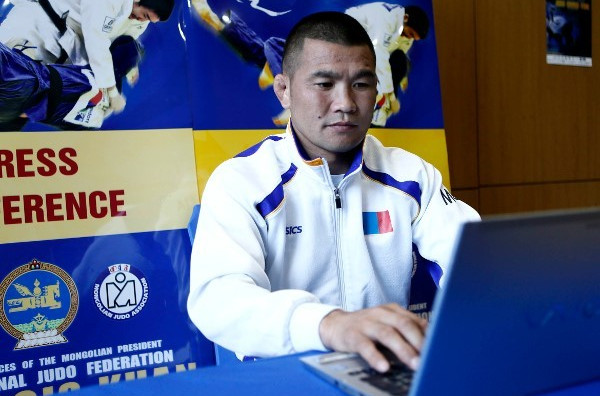 Mongolia's Tsagaanbaatar Khashbaatar answered questions from judo fans on Twitter today