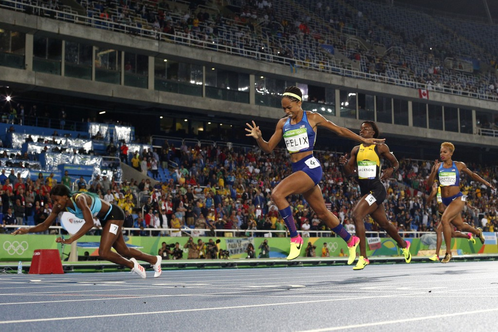 Shaunae Miller-Uibo dived across the line to win 400m gold at the Rio 2016 Olympics ©Getty Images