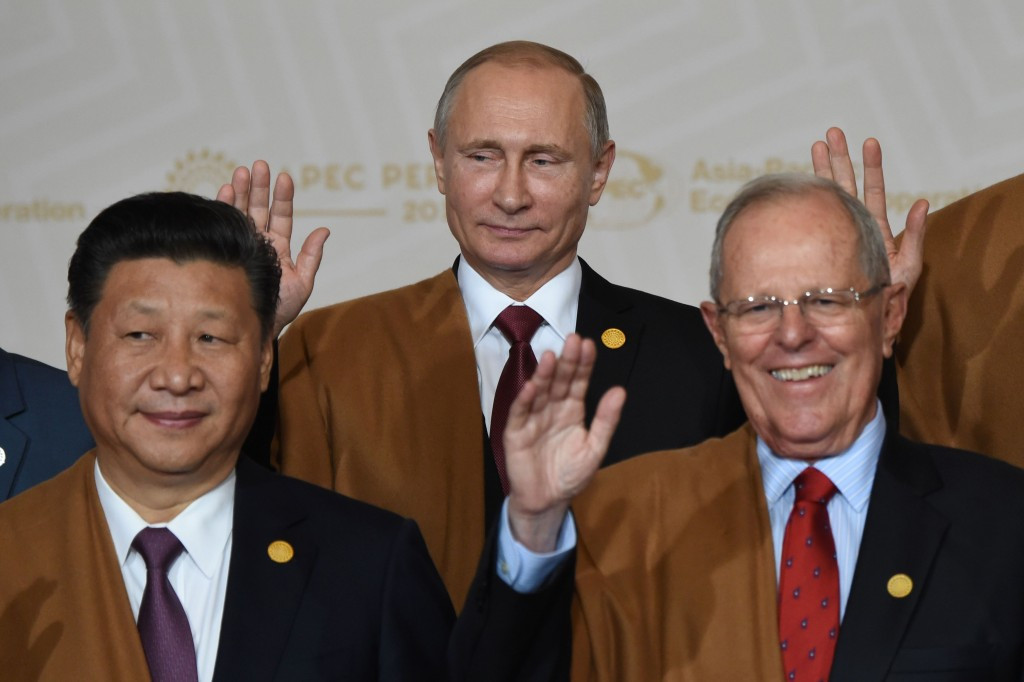 Pedro Pablo Kuczynski (right, pictured alongside Chinese and Russian counterparts Xi Jinping and Vladimir Putin) has delivered a message of support for the Games ©Getty Images