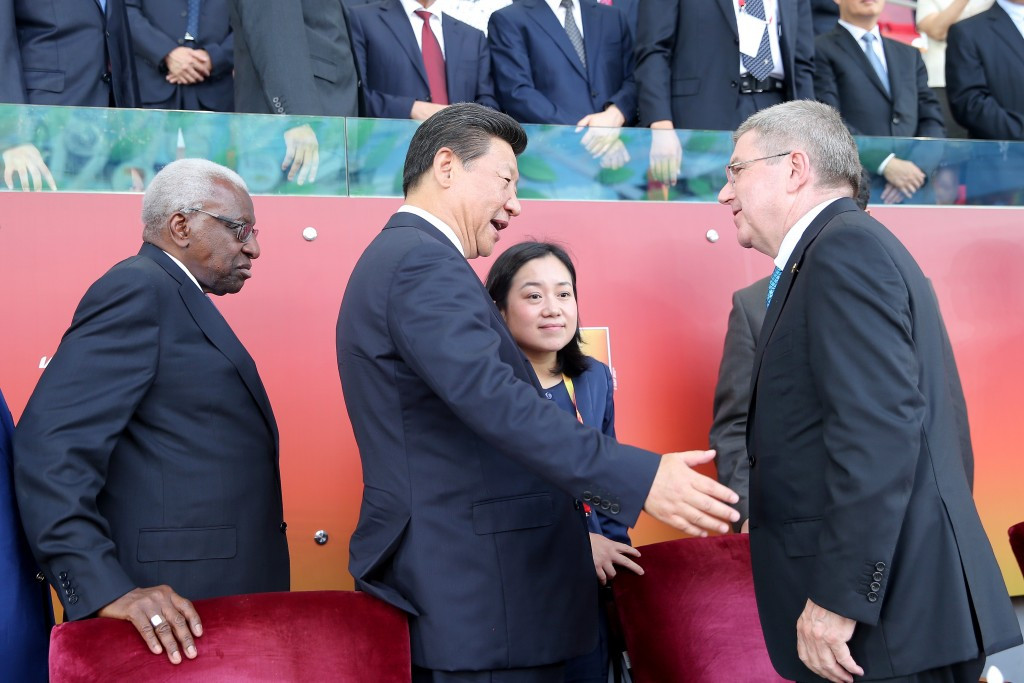 Xi Jinping, centre, meets Thomas Bach, right, during the 2015 World Athletics Championships in Beijing ©Getty Images