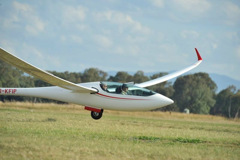 Japan's Ichikawa fends off Polish duo for 15m triumph at FAI World Gliding Championships