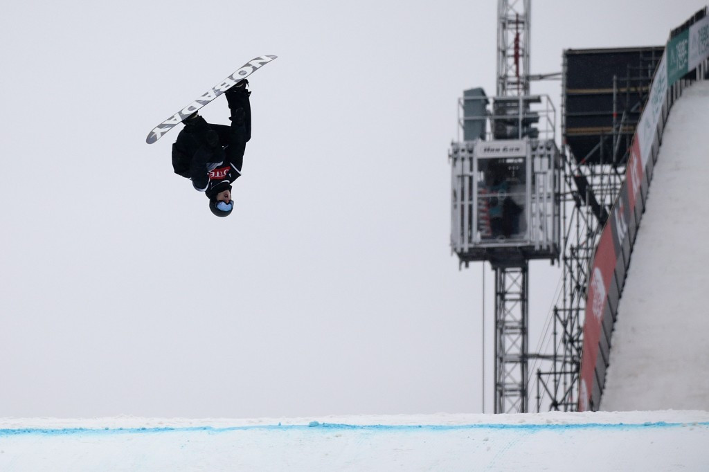 Parrot leads Canadian clean sweep at FIS Snowboard Freestyle World Cup