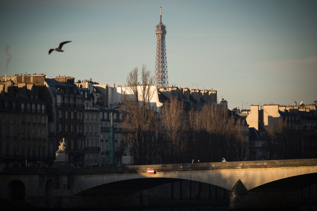 Several of the nine areas along the River Seine that could host public swimming border proposed Paris 2024 venues, including the Eiffel Tower ©Getty Images
