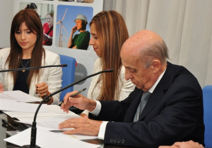 Julio Maglione was in attendance as the agreement was signed ©COU