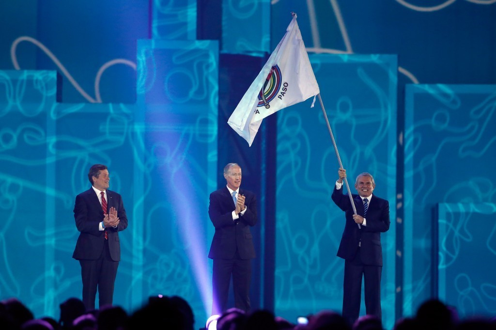 Ivar Sisniega, centre, pictured representing PASO at the Closing Ceremony of the Pan American Games in Toronto ©Getty Images
