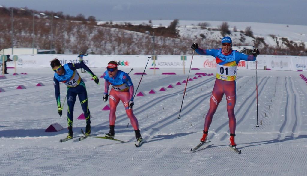 Dmitriy Rostovtsev, right, crossed the line first in 1:19:37.5 ©Almaty 2017
