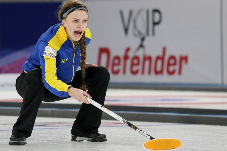 Sweden won their opening matches of the women's curling tournament ©WCF