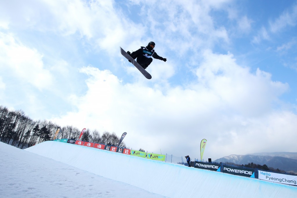 White praises Pyeongchang venue as double Olympic champion leads halfpipe qualifying