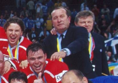 Josef Augusta, second from right, has died at the age of 70 ©IIHF