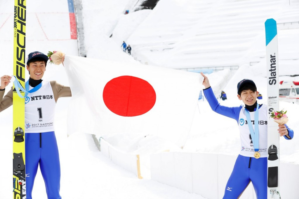 Yukiya Sato, right, and Yuken Iwasa, left, led the way in the men's normal hill ©Twitter/Japan_Olympic